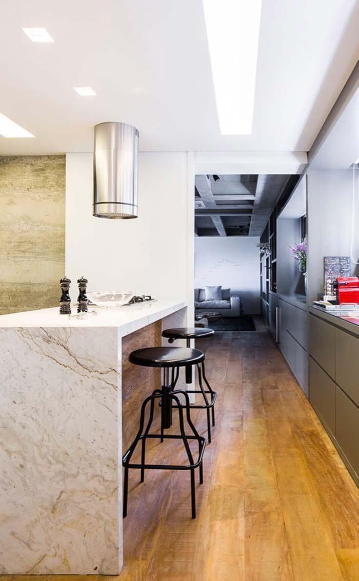 Balcão de mármore branco na cozinha