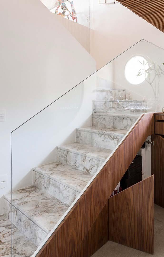 Escada com mármore branco Paraná