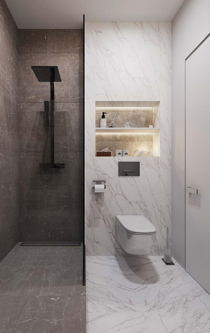 Duas tonalidades de mármore no mesmo banheiro