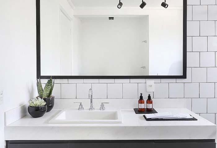 Preto e branco no banheiro