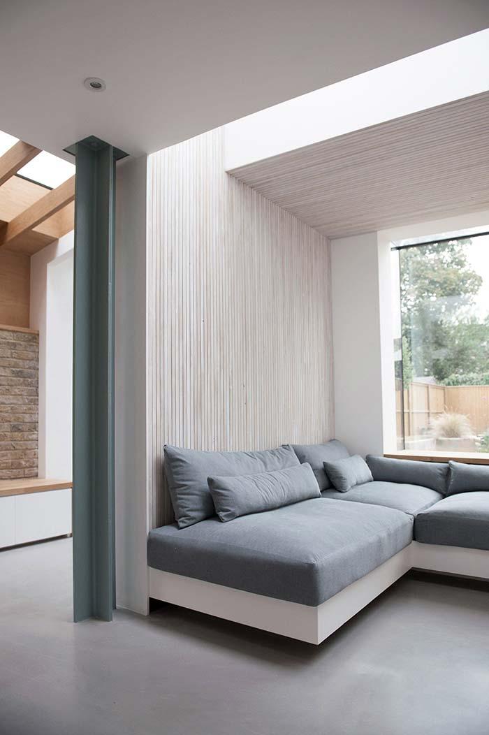 Sofá confortável com almofadas