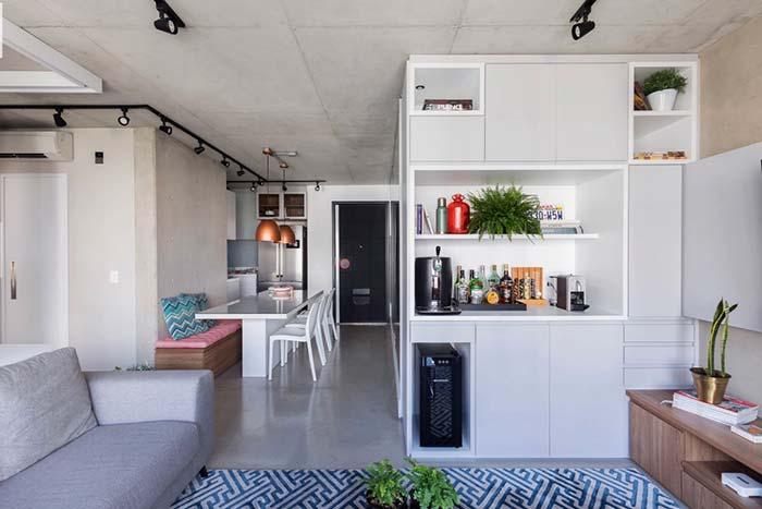 Mesa retangular para decoração de apartamento pequeno