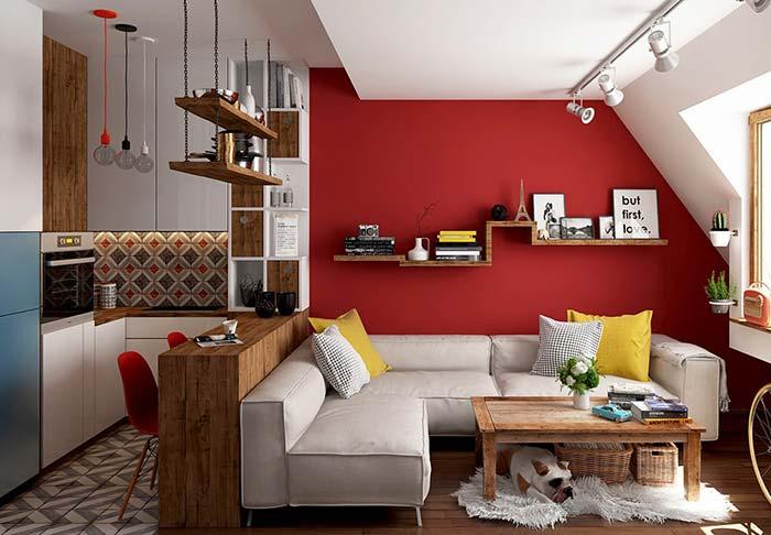 Sofá branco no apartamento pequeno