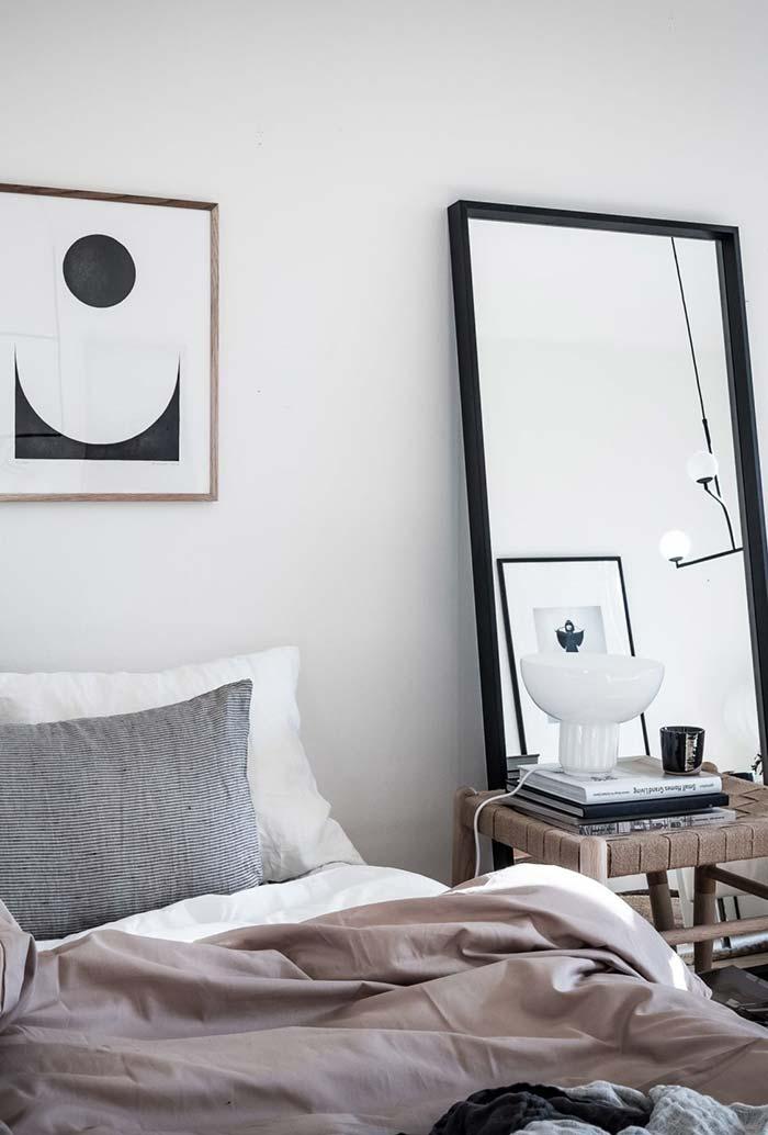 Espelho alongado para quarto