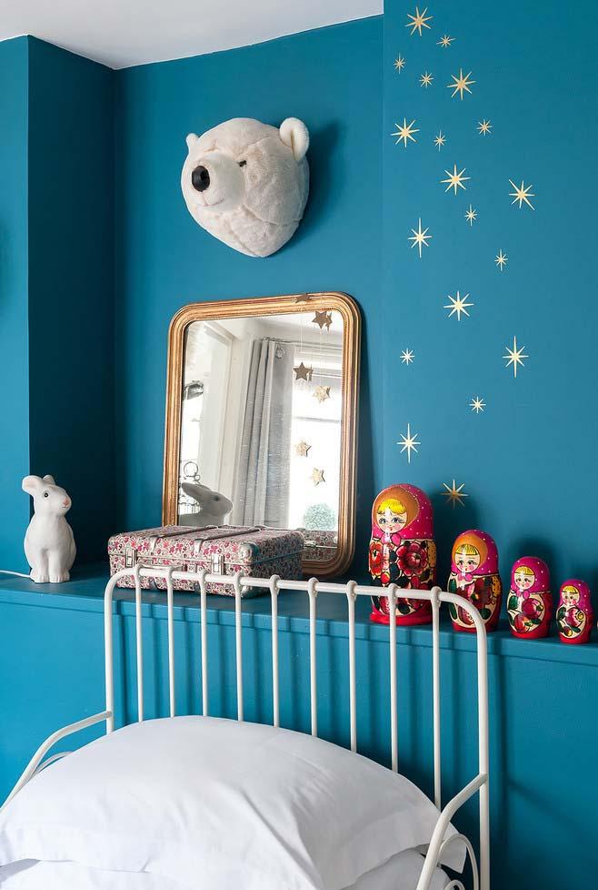 Aproveite espaços vazios e nichos para posicionar o seu espelho