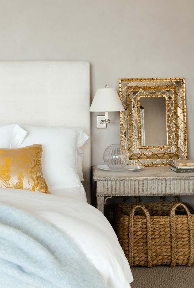 Espelhinho e uma super moldura para quarto