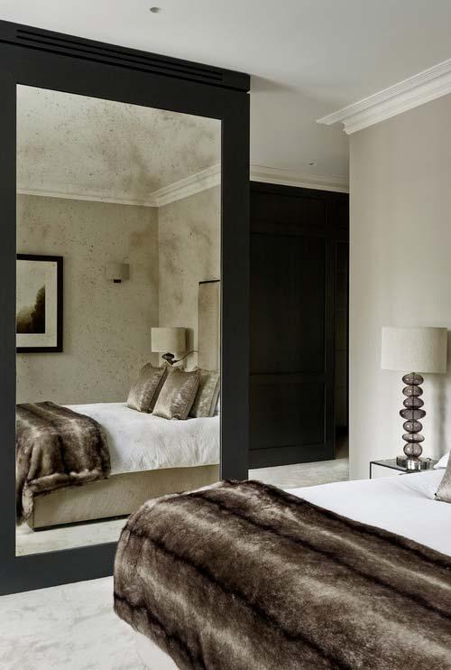 Espelho lateral para ampliar o quarto