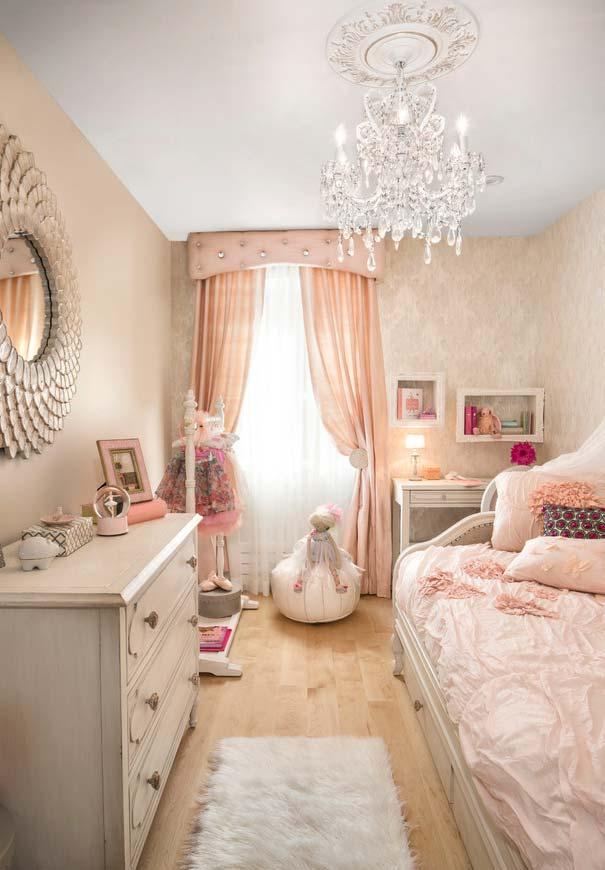 Um espelho exuberante para um quarto de princesa