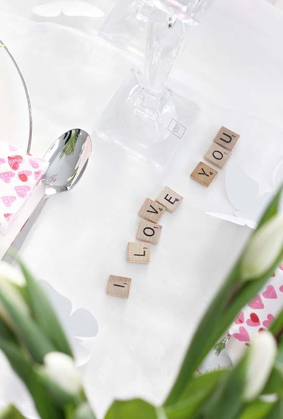 Pecinhas com palavras para decorar o jantar romântico