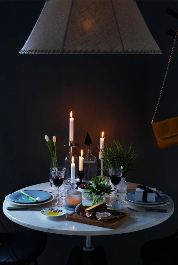 Jantar romântico simples a luz de velas