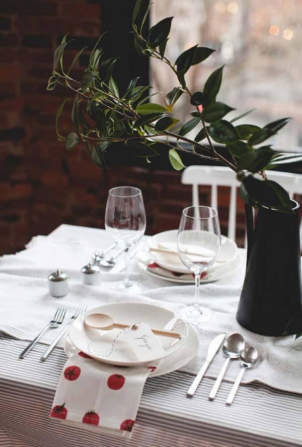 Decoração de mesa para jantar romântico mais minimalista