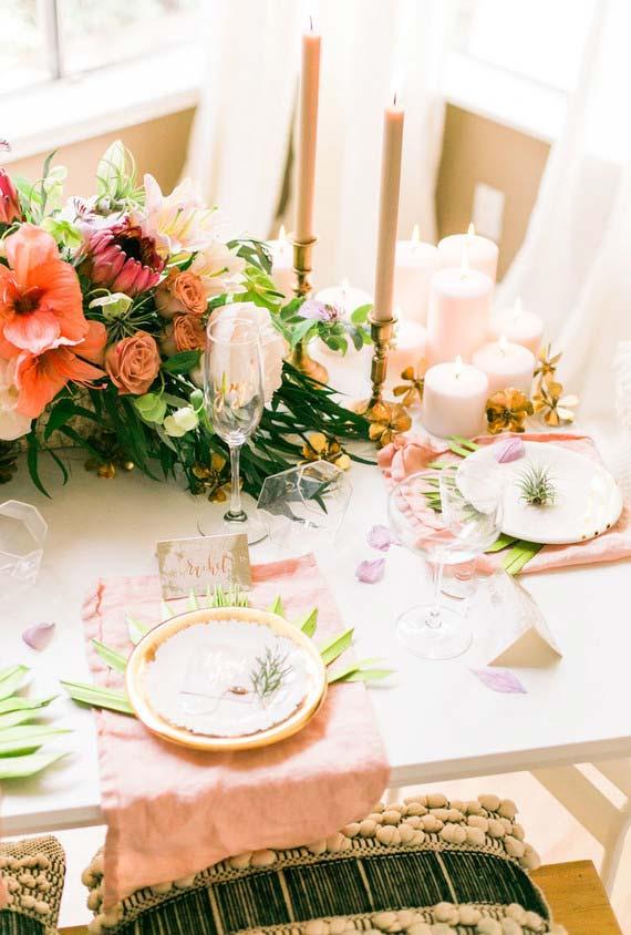 Rosa e verde na combinação para jantar romântico