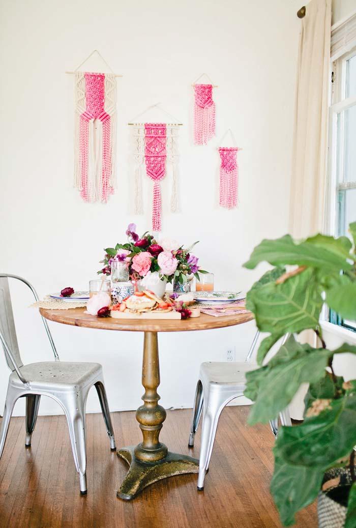 Mesa para jantar romântico em inspiração floral