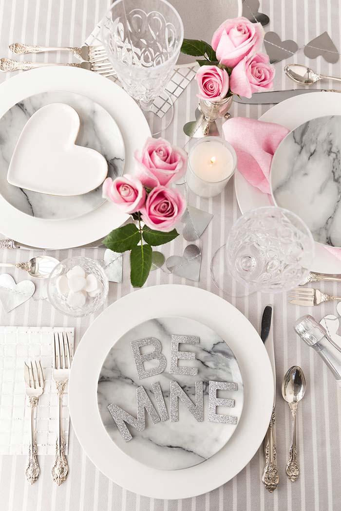 Decoração de jantar romântico em tons mais claros