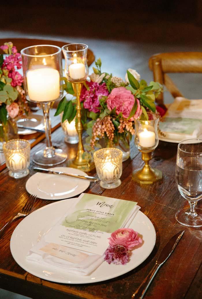 Arranjos de flores para mesa de jantar romântico