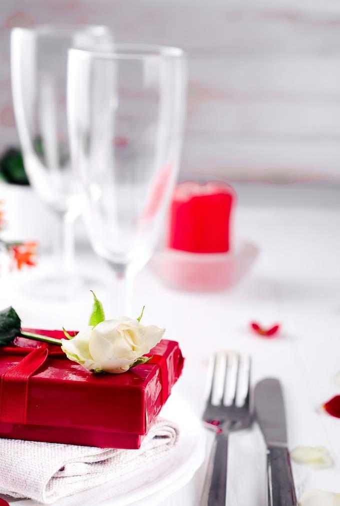 Presente antes de começar o jantar romântico