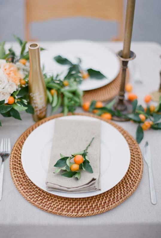 Galhinhos de flores ou de frutinhas para um toque final na decoração da mesa