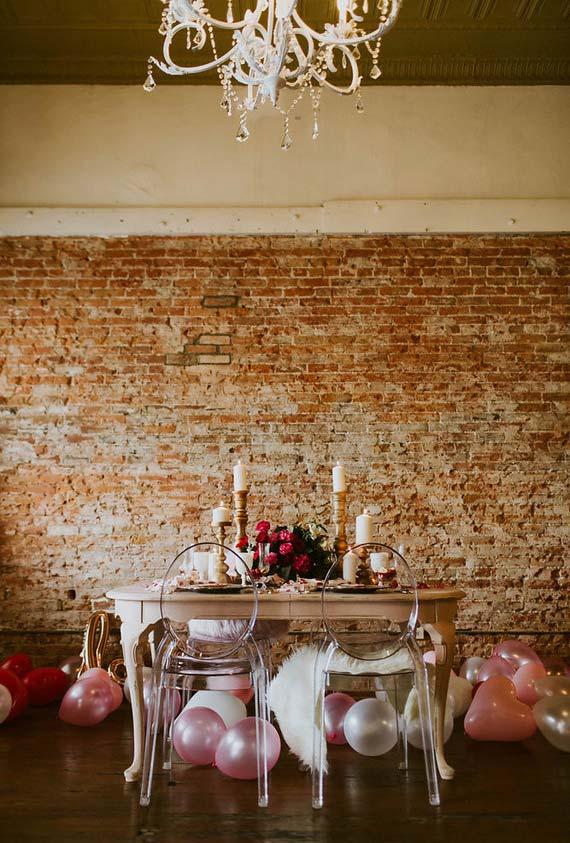 Uma decoração que mistura clássico e moderno