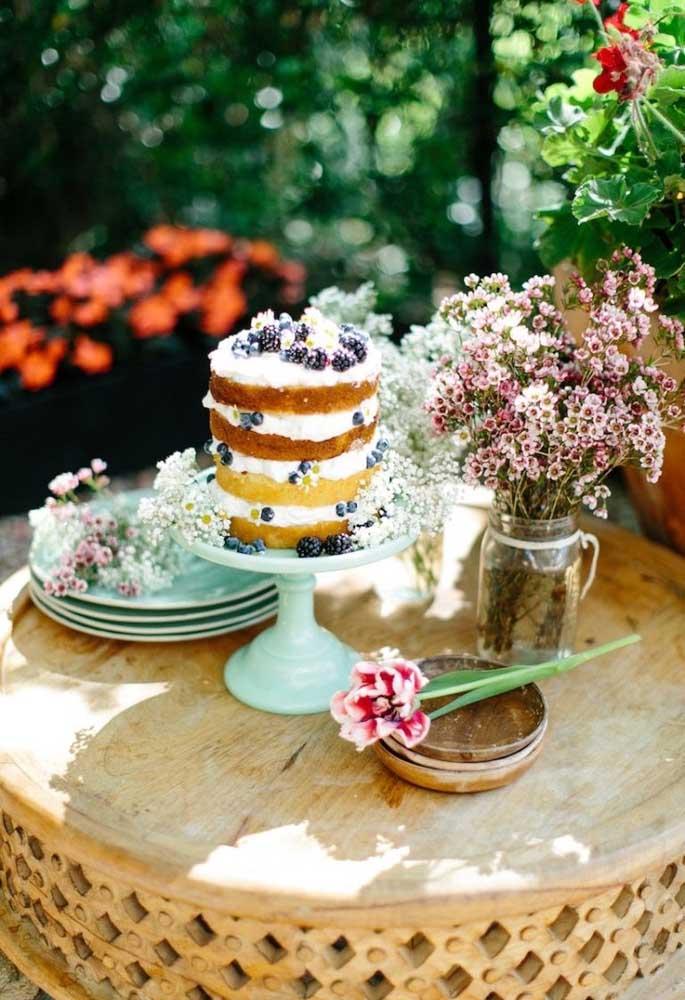 O naked cake é perfeito para ser o bolo piquenique do aniversário, já que é um bolo simples e delicioso.