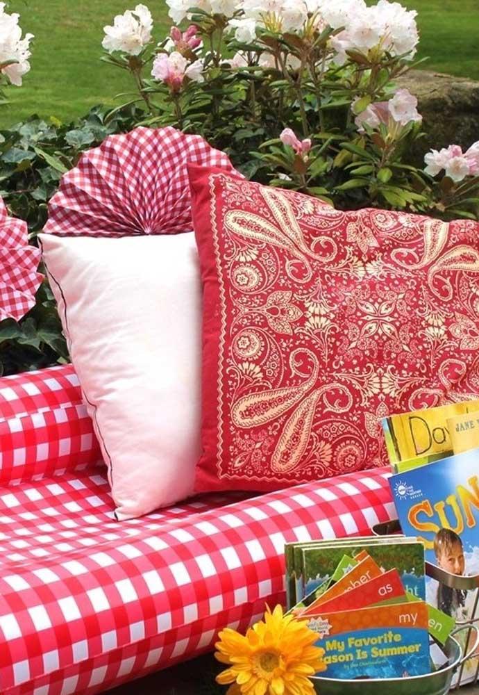 Uma ótima opção de decoração com o tema piquenique é usar tecidos quadriculados como aqueles modelos de toalhas de mesa.
