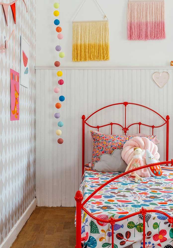 Você pode fazer uma decoração bem delicada no quarto vermelho.