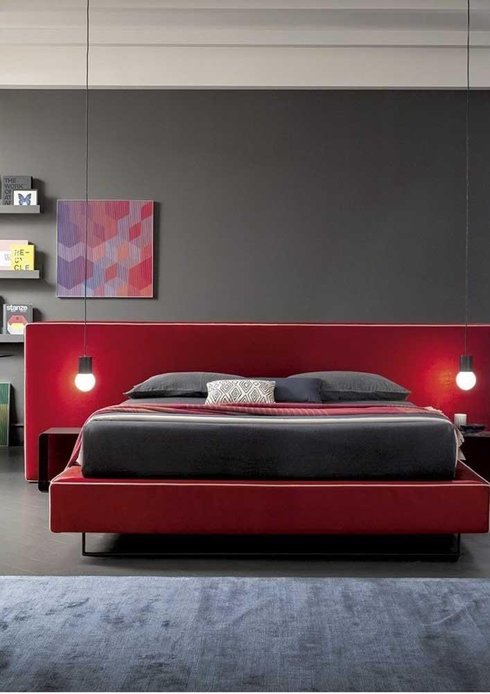 Mais uma opção de decoração para o quarto vermelho e cinza.