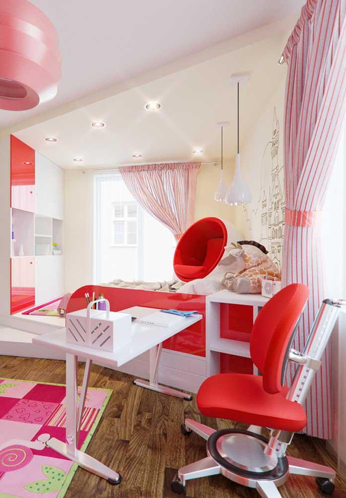 Se você deseja um quarto bem feminino, aposte na combinação das cores vermelha e rosa.