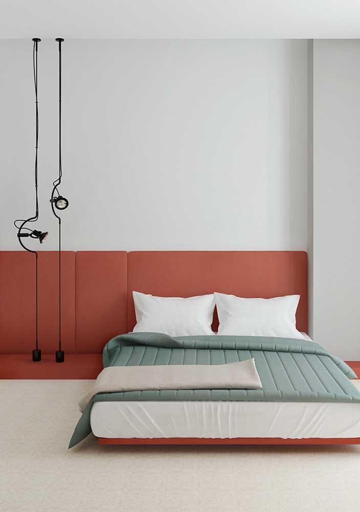 Mas se a intenção é deixar o quarto mais moderno, aposte na combinação vermelho e cinza.