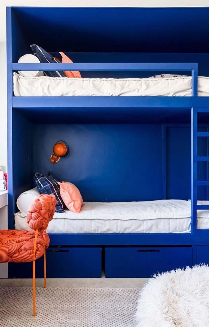 Azul royal no quarto