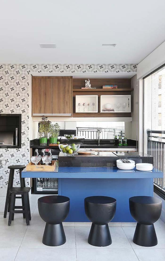 Azul royal e preto na cozinha