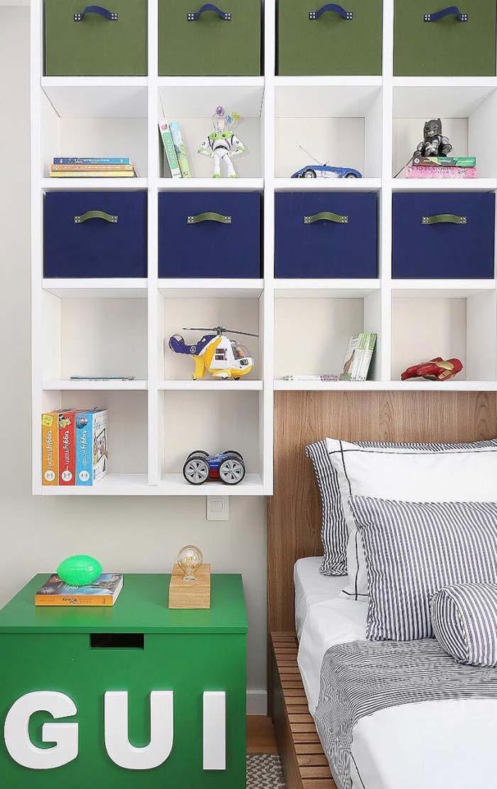 Azul royal nos detalhes do quarto infantil