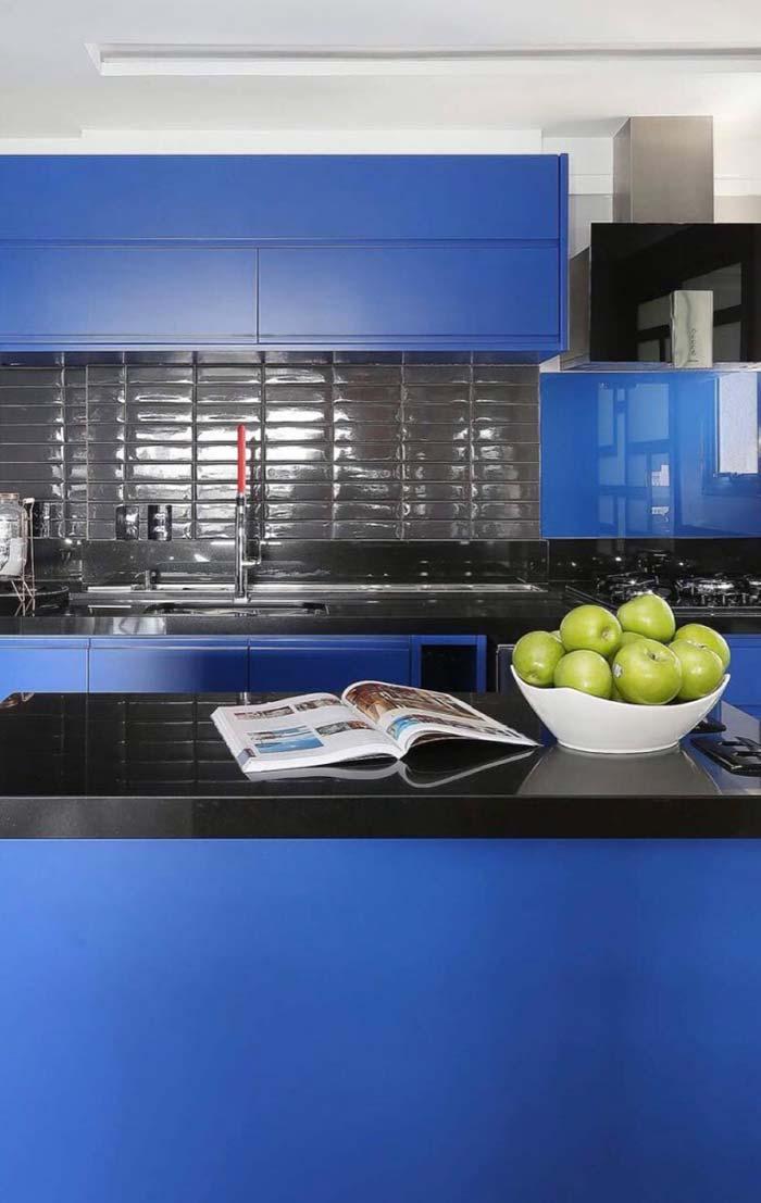Cozinha toda azul royal