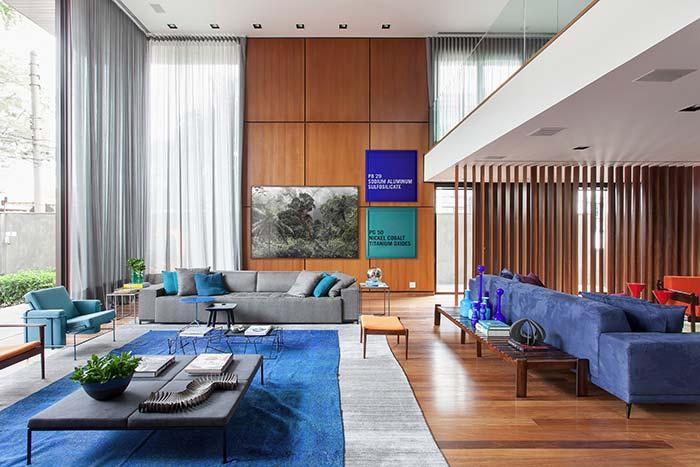 Tons variados de azul na sala