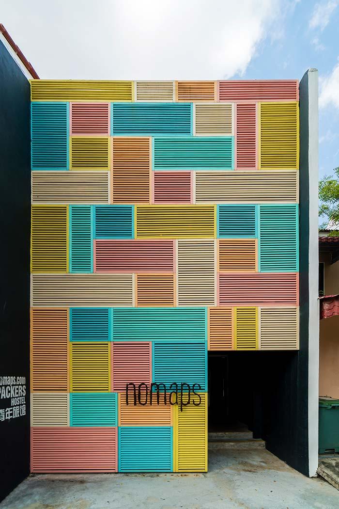 Grades para janelas coloridas e dispostas de forma criativa