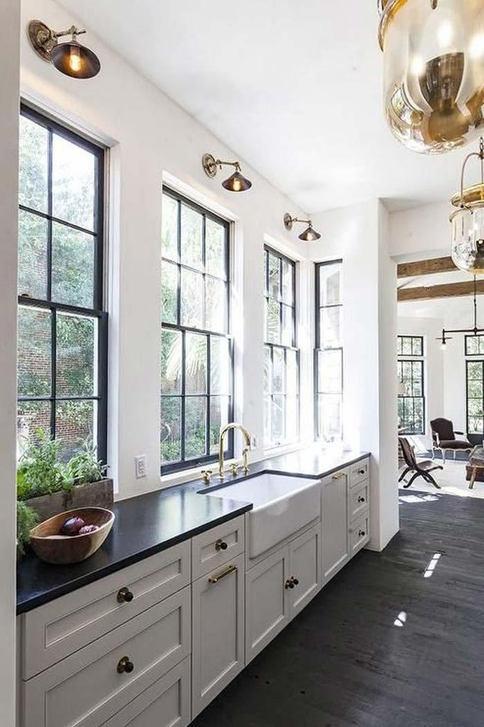 Grades para janela na cor preta para combinar com a decoração da cozinha