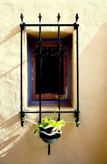 Grade de ferro com ar retrô para fachada