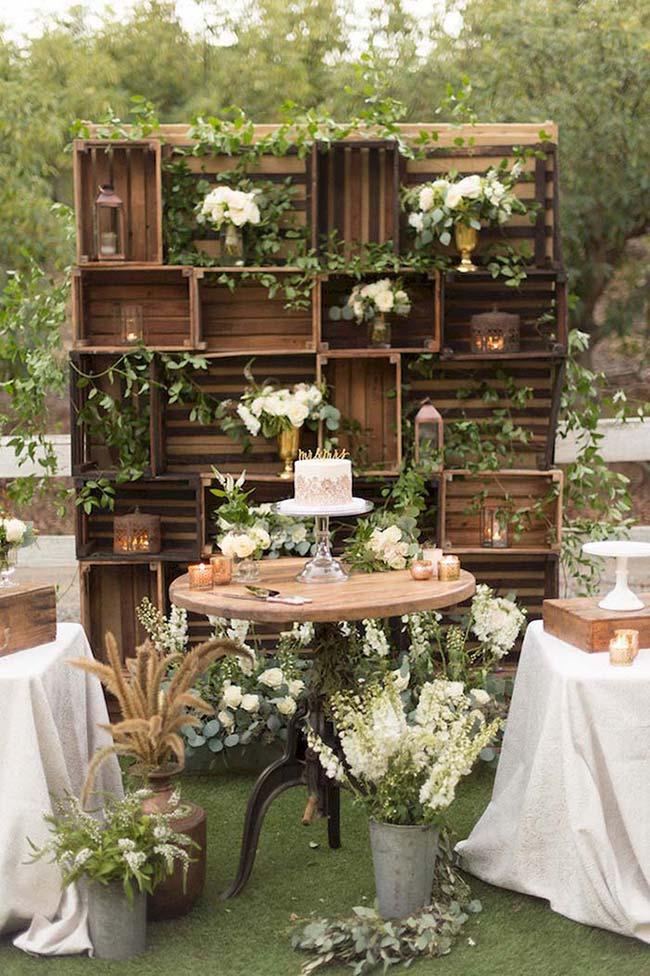 Caixotes de feira na decoração do casamento