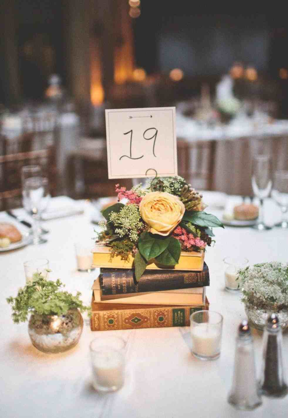 Noivos apaixonados por livros