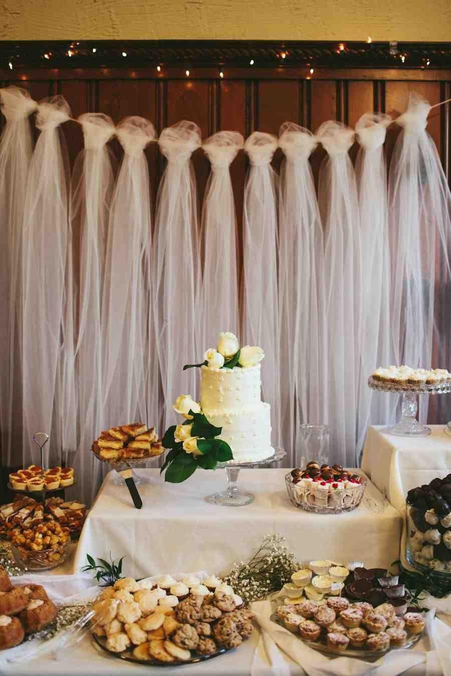 Única mesa para doces e salgados