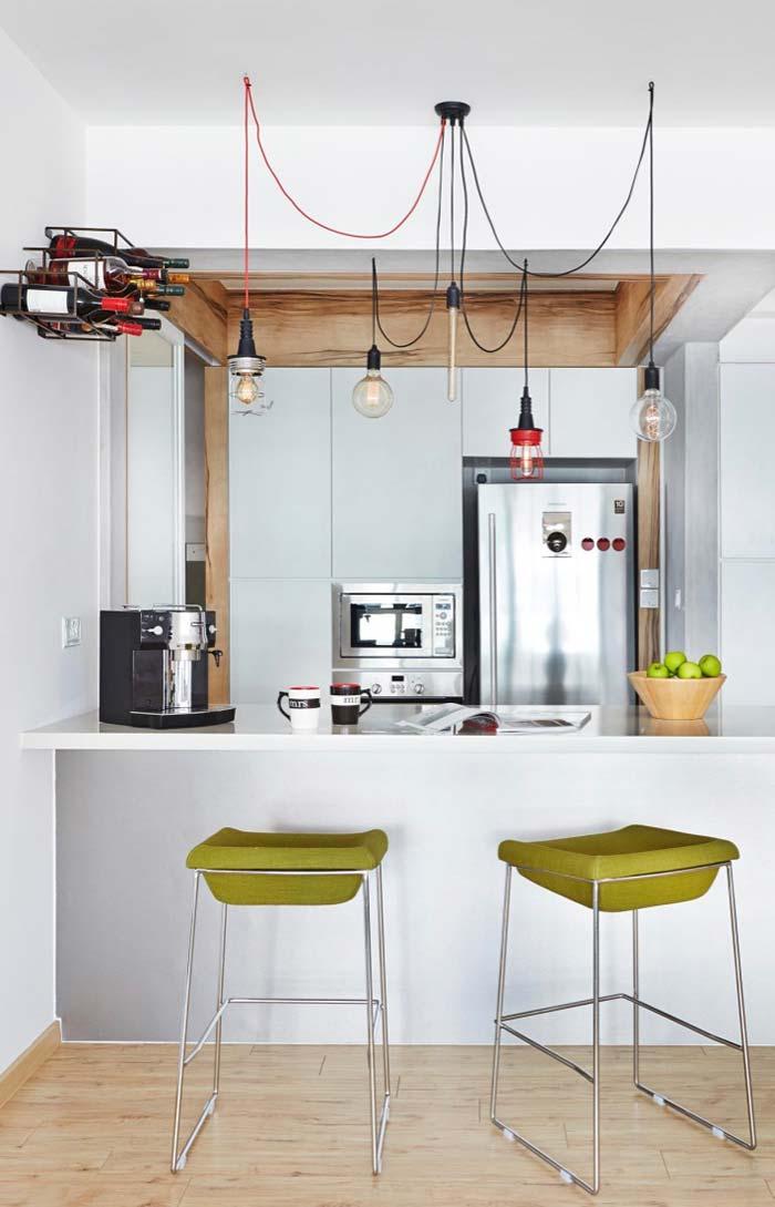 Cozinha com balcão e cantinho do café