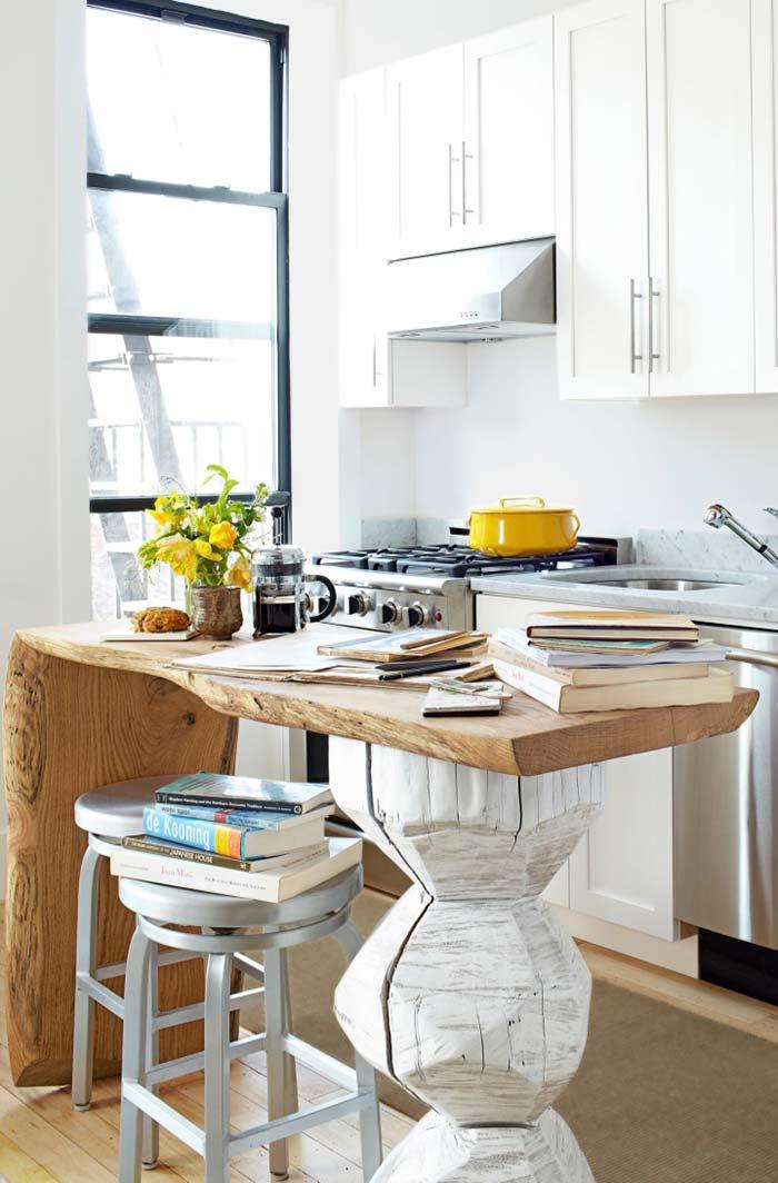Cozinha com balcão em madeira rústica