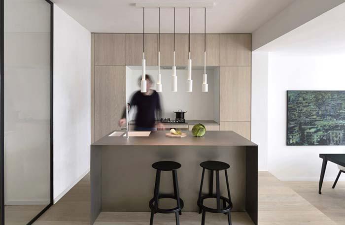 Cozinha com balcão de estilo minimalista