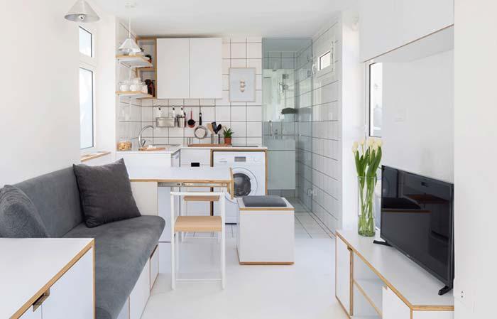 Cozinha com balcão valorizando ambientes pequenos.