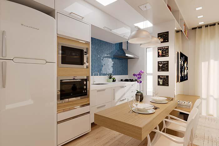 Cozinha de tons neutros com balcão