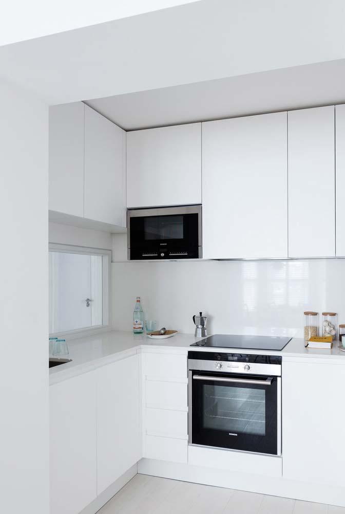 Cozinha pequena planejada com eletrodomésticos