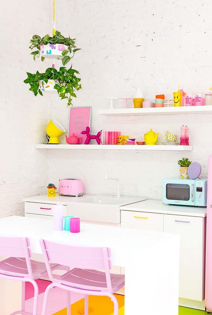 Cor e diversão na cozinha pequena