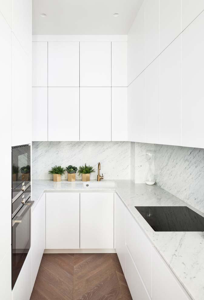 Cozinha pequena com formato em U