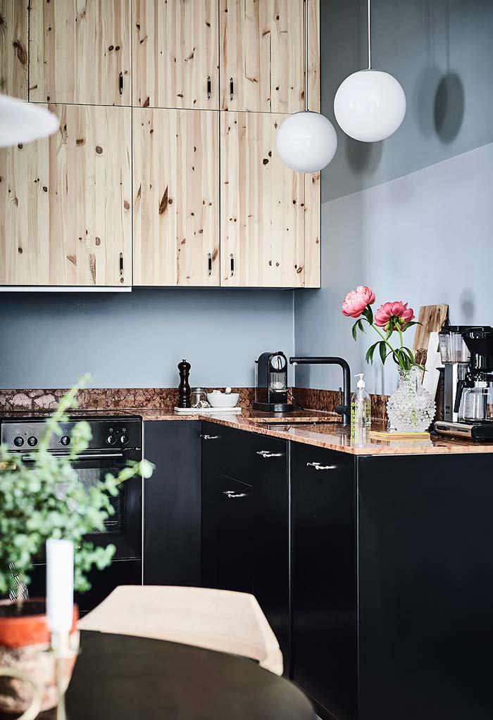 Rústico e moderno nesta cozinha pequena