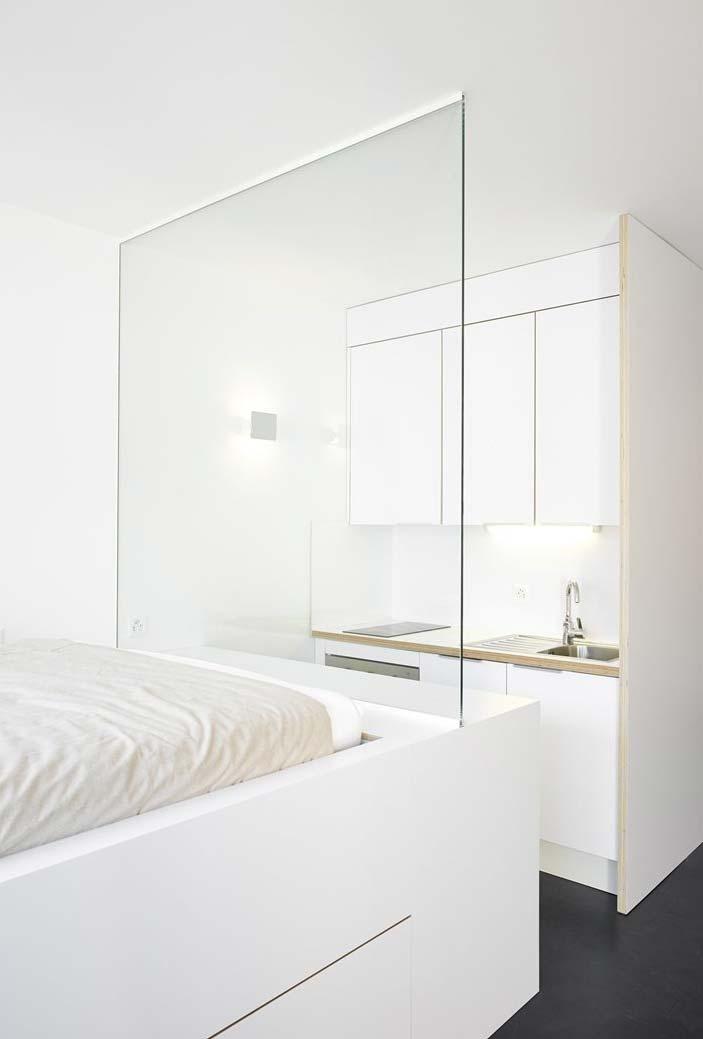 Cozinha pequena integrada a dois ambientes