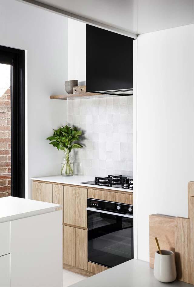 Cozinha pequena com janela